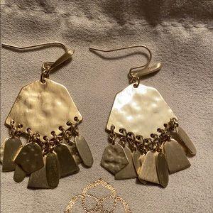 Kendra Scott Liz earrings in gold
